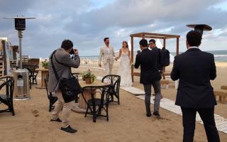 Martín y Carolina se casaron en las playas de Pinamar.