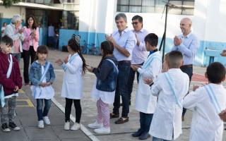 Hurlingham: Zabaleta acompañó el inicio del ciclo lectivo en dos escuelas donde se realizaron mejoras edilicias