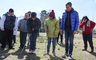Zabaleta visitó a los miembros del programa municipal de Golf Terapéutico Integrado