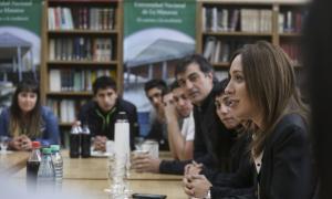 Vidal y Bullrich junto a estudiantes universitarios de La Matanza.