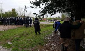 Heridos y detenidos tras el desalojo en el barrio Santa Inés.
