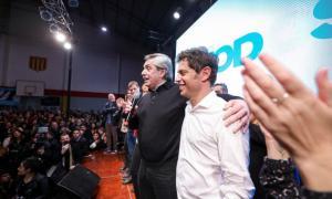 Los candidatos del Frente de Todos de campaña en el conurbano.