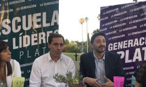Yeza junto al Intendente platense Julio Garro.