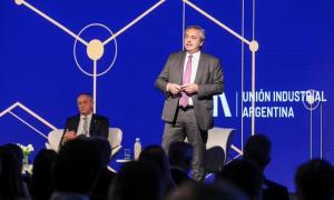 Fernández disertó en la 25º Conferencia Industrial de la UIA.