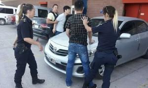 Cuatro personas fueron detenidas por la trifulca.