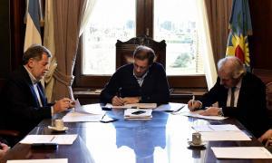 Elustondo y Garro rubricaron la firma en La Plata.