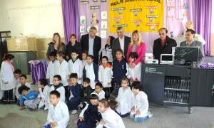 Las escuelas N° 3, 18, 25 y 7 cuentan desde hoy con aulas digitales móviles.