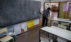 Los docentes cumplen la primera jornada de paro.