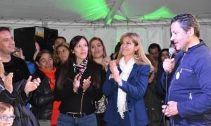 El intendente de Merlo, Gustavo Menéndez, dando palabras de agradecimiento