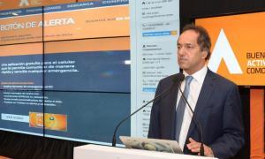 Scioli en la presentación del nuevo Botón de Alerta en las oficinas del Grupo Provincia.