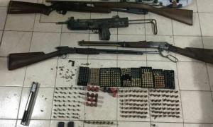 Armas y municiones al costado de la ruta 78. Foto: Policía
