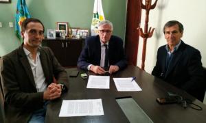 El acuerdo fue firmado entre Harispe y Dinápoli. Foto: Prensa