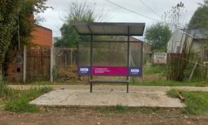 La parada de colectivo fue colocada frente a una casa de la calle Cordero. Foto: Prensa