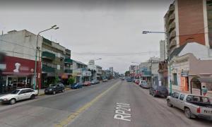 El violento hecho se produjo en pleno centro comercial de Banfield. Foto: Google Maps