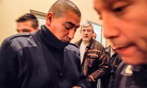 Carlos Pérez, al momento de ser trasladado por la Policía. Foto: El Civismo de Luján