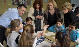 Autoevaluación Aprender: Finocchiaro visitó una escuela en La Matanza.