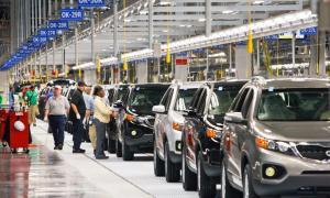 Los motivos de la merma en la venta de vehículos responde a la disparada del dólar.