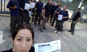 Los obreros aguardaban por una explicación en la puerta de la planta. Foto: Prensa