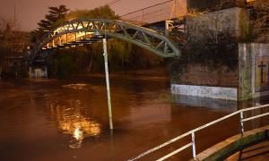 El Río Luján se encontraba muy crecido en la noche del domingo. Foto: Luján Hoy