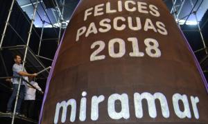 Prevén que mida 10,5 metros de altura, 6 mts de diámetro y 4100 kilos de chocolate. Foto: Prensa