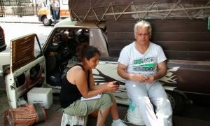 La familia acampa en la Gobernación. Foto: LaPlataYa