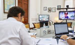 Kicillof con intendentes en reunión virtual.