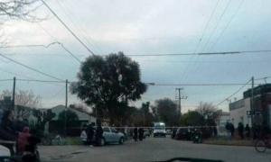 La policía continúa trabajando en el lugar. Foto: La Razón
