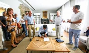 Yeza junto a funcionarios y autoridades de Aquasol y Pinamar SA
