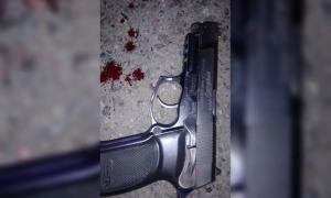 El arma del policía en Billinghurst que no alcanzó a ser disparada por el infortunado efectivo.