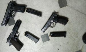 """Las armas secuestradas a la banda que lideraban """"Rancho"""" y """"La gorda Claudia""""."""