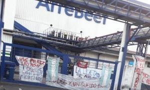 Mientras la protesta sigue en la planta de Arrebeef (Facebook)