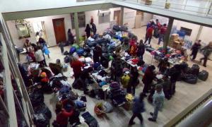 En el Centro de Evacuados de Arrecifes reciben donaciones de los propios vecinos y de distintos puntos del país.
