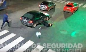 Sin piedad: El hombre atropelló un policía para escapar.