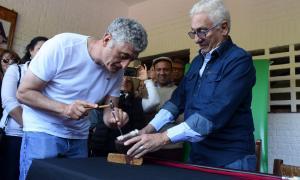 Gesell: Barrera participó del cincelado del bastón presidencial