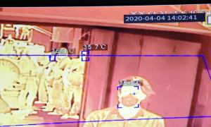 La cámara está en la entrada del hospital