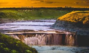 Cifuentes es la cascada más importante de la Provincia con saltos de agua de 5 a 7 metros.