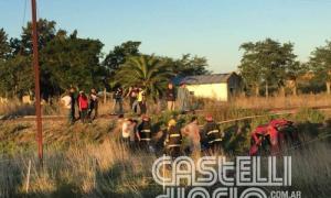 Así quedó el auto arrollado en Ruta 2. Foto: Castelli Diario