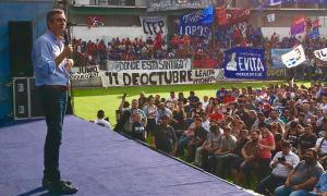 Randazzo celebró el Día de la Lealtad en la cancha de Laferrere. Foto: @chino_navarro