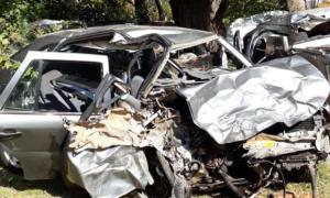 Uno de los autos que chocaron en Carmen de Areco con un saldo de ocho muertos.