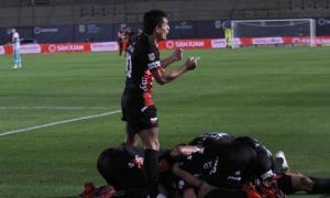 Pulga Rodríguez, ídolo y figura, no pudo convertir al retirarse lesionado.