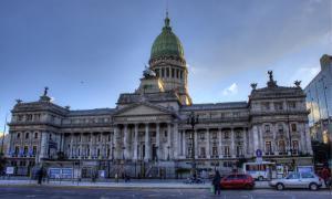 Tras las legislativas, el FpV mantiene la mayoría en ambas cámaras nacionales.