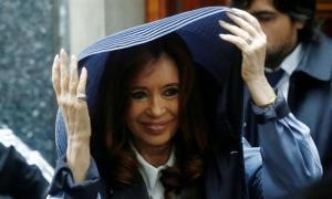 Cristina suspendió su acto a raíz de la lluvia.