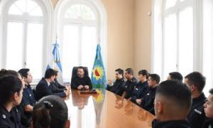 Aiola recibió a los nuevos efectivos policiales que se desempeñarán en la comuna. Foto: Prensa