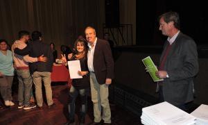 Un pasaje del acto en el Teatro del Fuerte. Foto: Twitter ADN Tandil