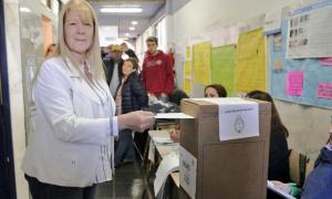 Stolbizer votó en Castelar. Foto: Twitter.