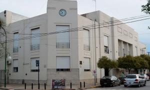 El intendente, Camilo Etchevarren, anunció el bono municipal