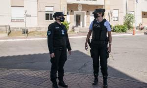 """Sin femenino ni masculino: Policía de Seguridad Aeroportuaria presentó su nuevo """"reglamento de uniformes no binario"""""""