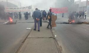 Trabajadores de Stockl reclaman fuentes de trabajo a la altura de Camino Negro. Foto: Twitter