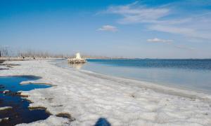 Imágenes del extraño fenómeno del manto salado en el Lago Epecuén