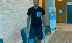 Del Potro al salir de la clínica en Miami.